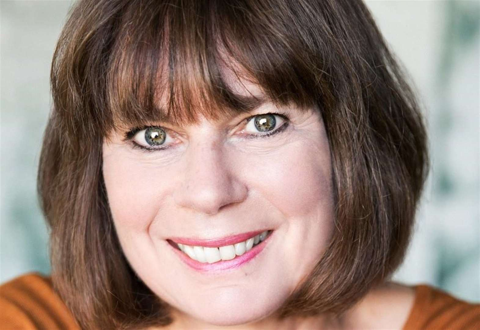 TV star Julia Hills coming to Cambridge next week with Agatha Christie's The Mirror Crack'd
