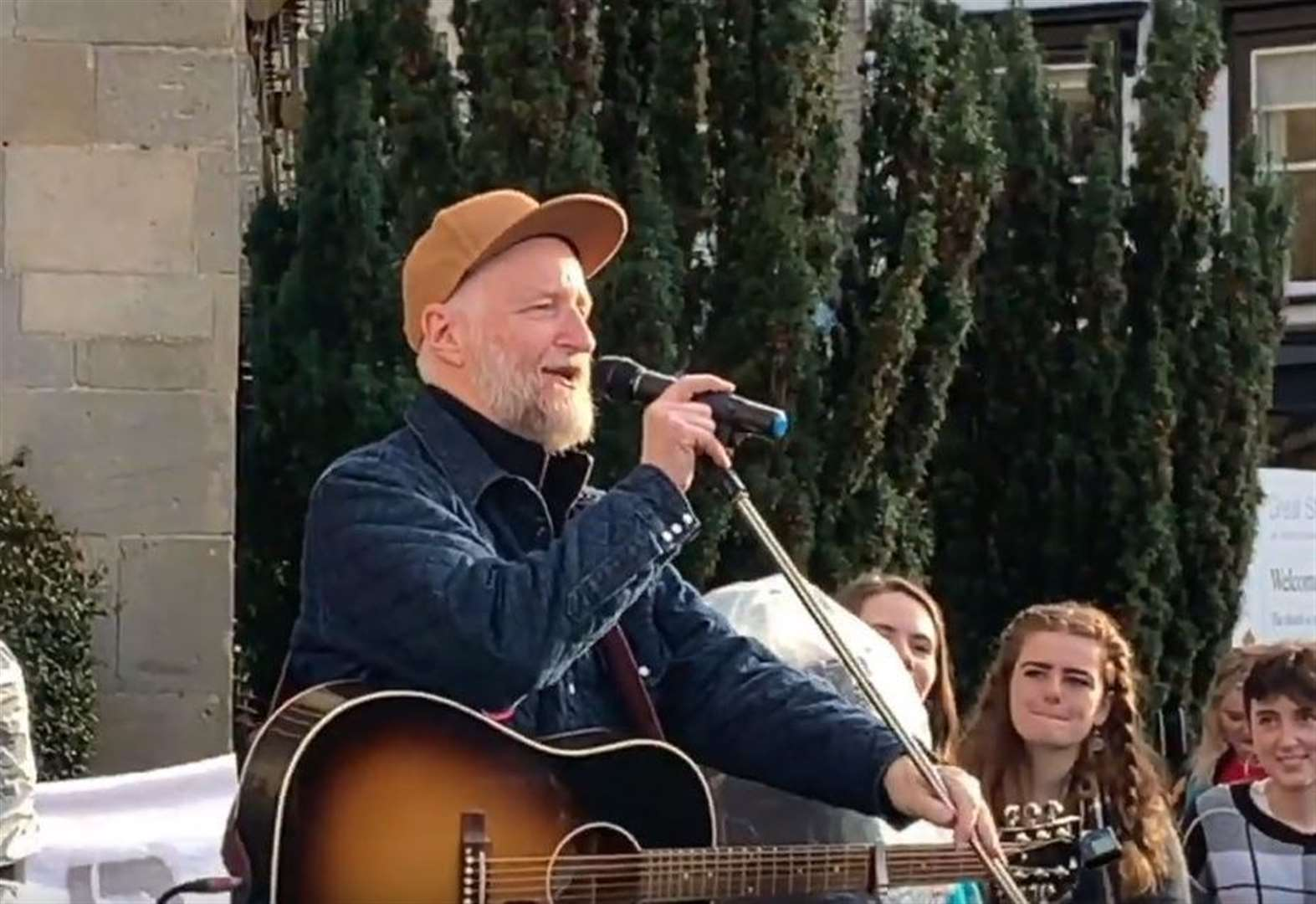 Billy Bragg joins union members on strike in Cambridge