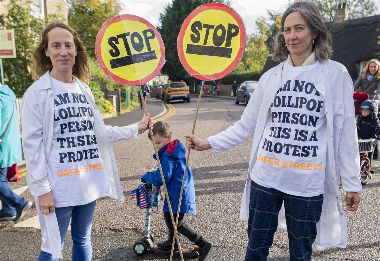 Lollipop patrol protestors' warnings about school run safety