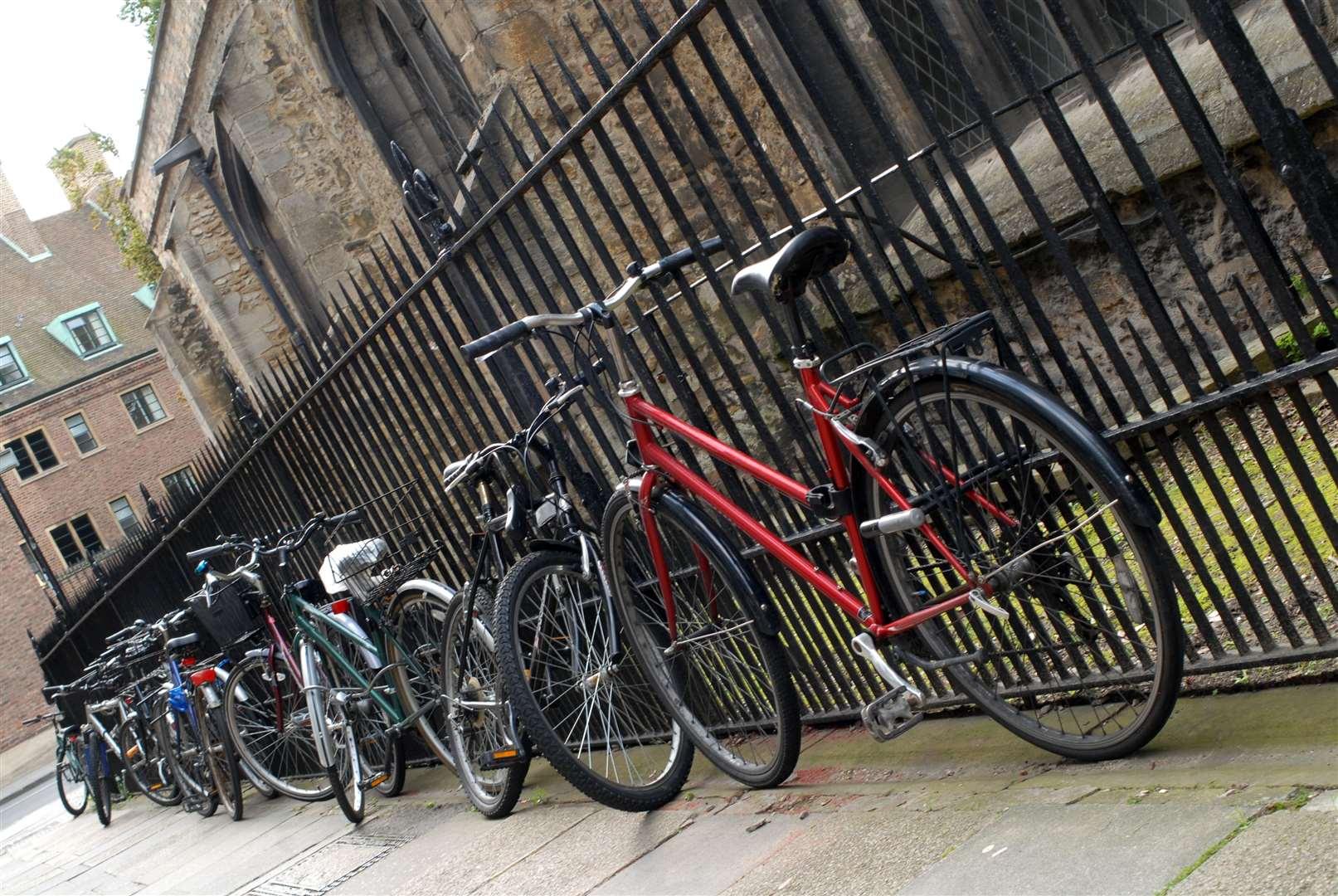 Bikes parked in Cambridge (41807131)