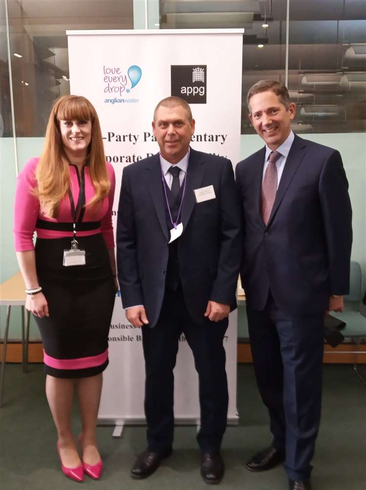 Cambridge Precision Ltd's Tony Murray, centre, with corporate responsibility minister Kelly Tolhurst and Jonathan Djanogly MP as the company is named Regional Responsible Business Champion (14145998)
