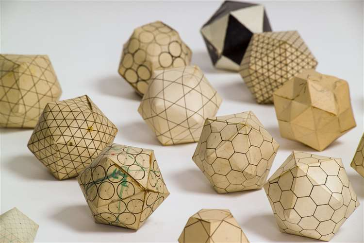Paper models of a virus structure. Picture: MRC LMB (5725314)