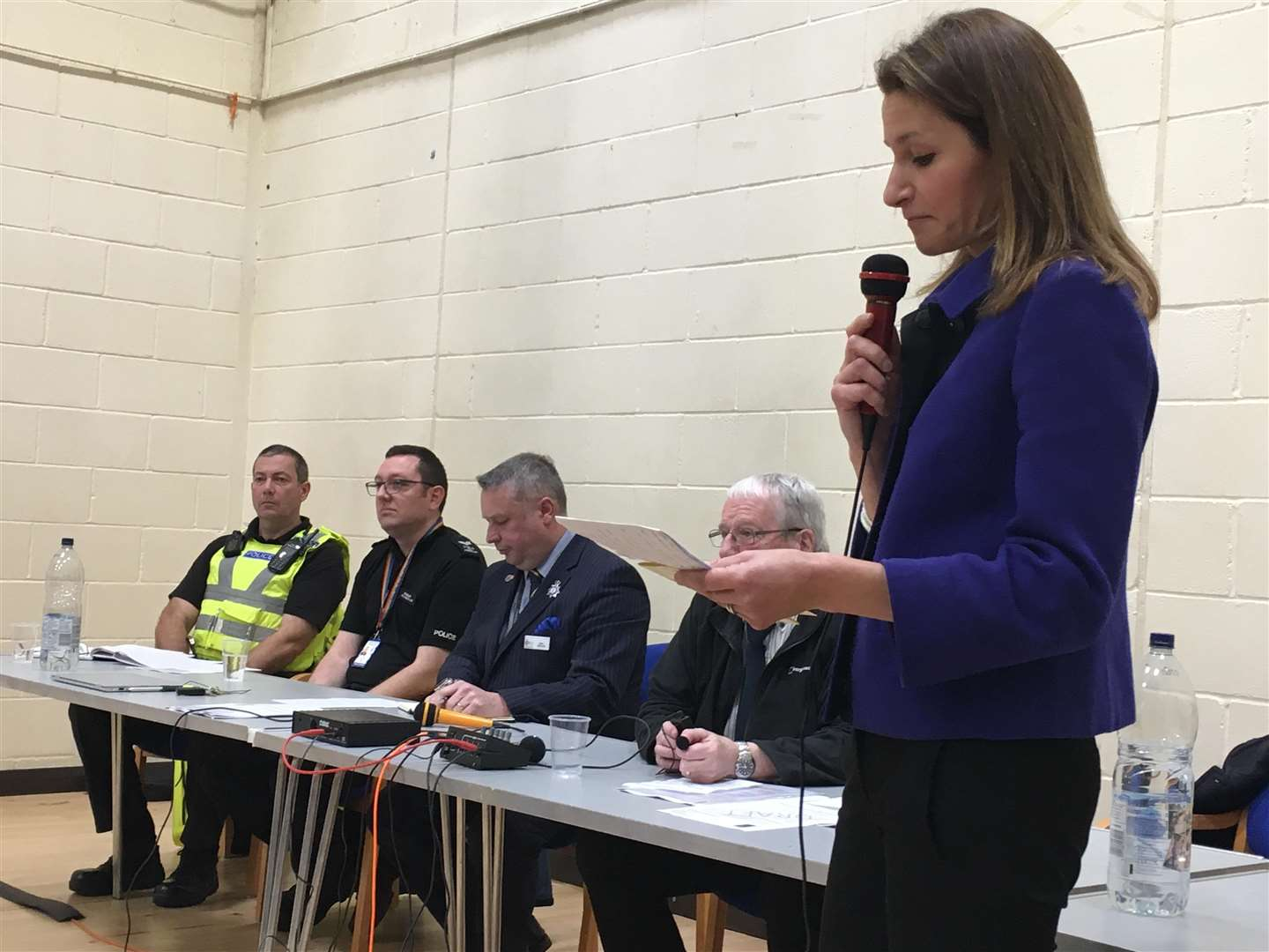 Lucy Frazer addresses a seocnd public meeting in Willingham on how the police have responded to crime issues in the area (5858247)