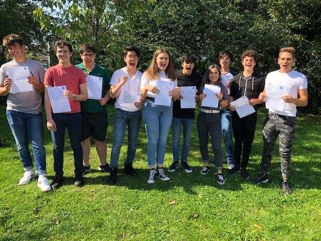 Coleridge students celebrate (15601768)