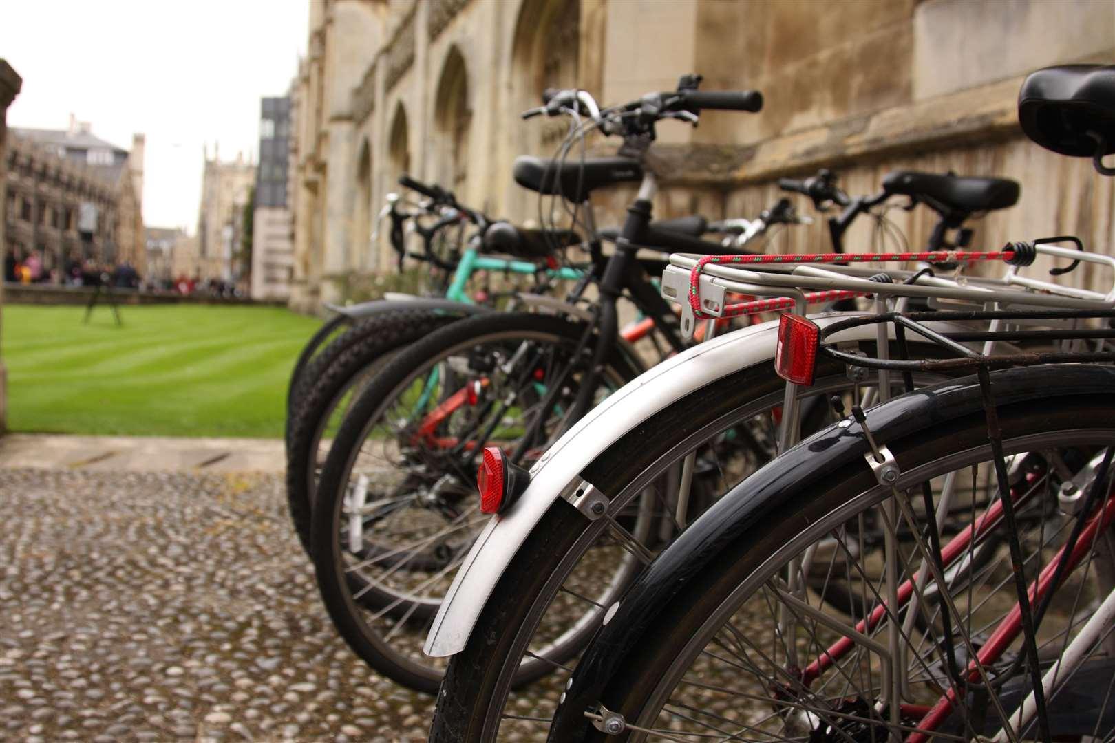 Bikes at a Cambridge college (41807119)