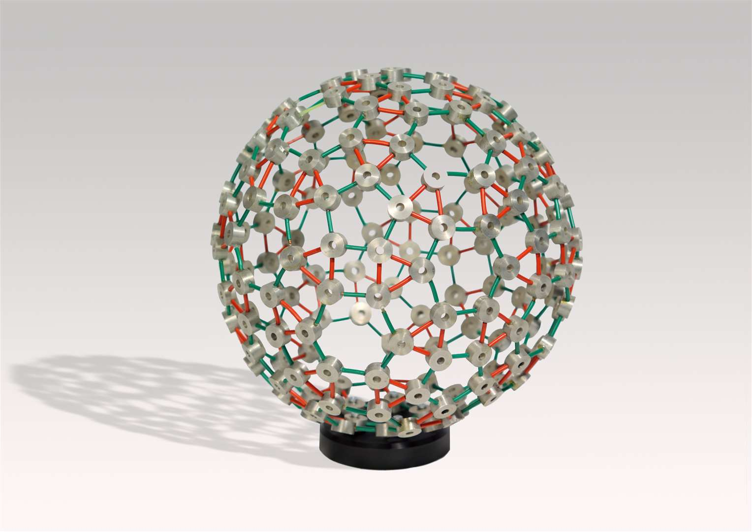 Model of a self-assembling virus protein shell. Picture: MRC LMB (5725316)