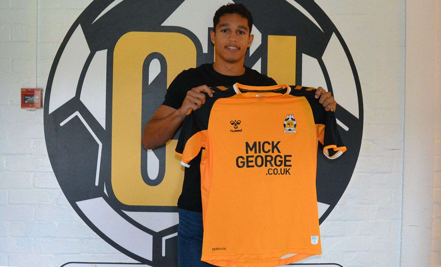 Kyle Knoyle signs for Cambridge United. Picture: Cambridge United (11816884)