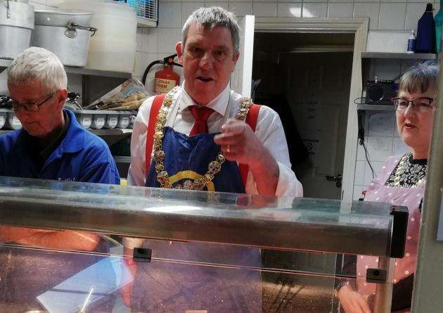 Mayor Nigel Gawthrope serving breakfast at Wintercomfort