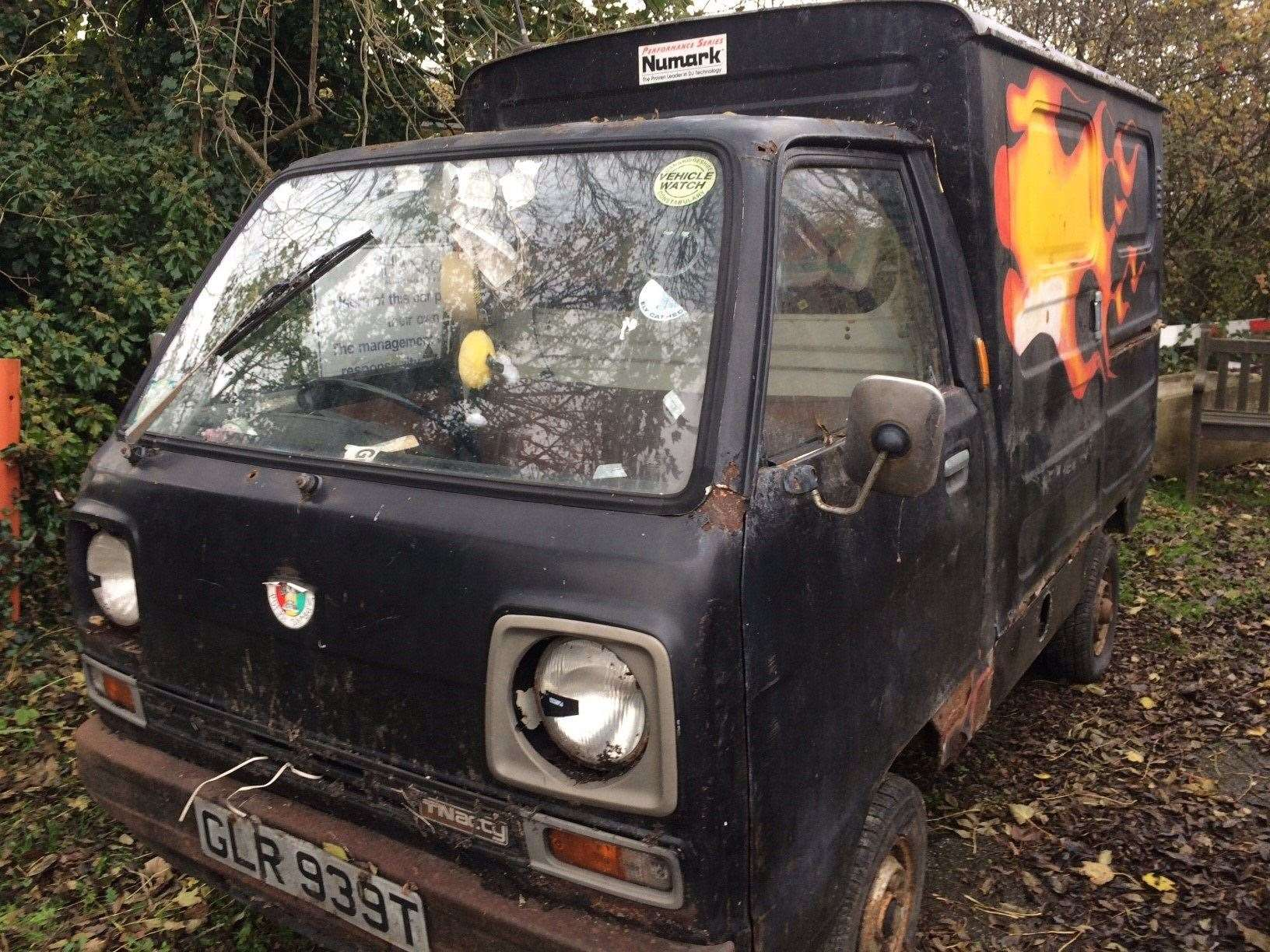 Sooty Mobile sold for £1,100 at auction (22196670)